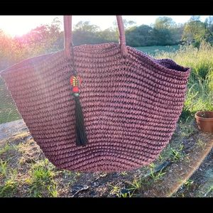 gorgeous purple straw weave hand bag w wooden bead